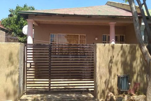 3-bedroom-house-in-Troyeville-for-sale (4)