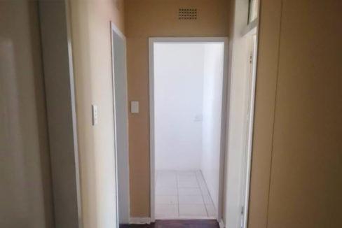 54 Bedroom Flat for Sale in Joubert Park17