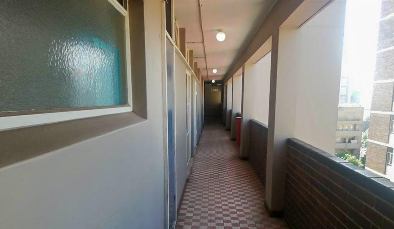 54 Bedroom Flat for Sale in Joubert Park6