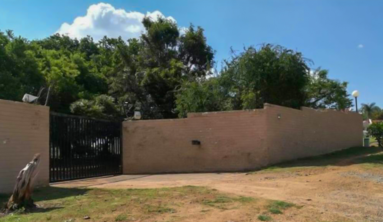 8566 m² Farm for Sale in Chartwell