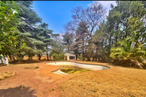 8566 m² Farm for Sale in Chartwell28